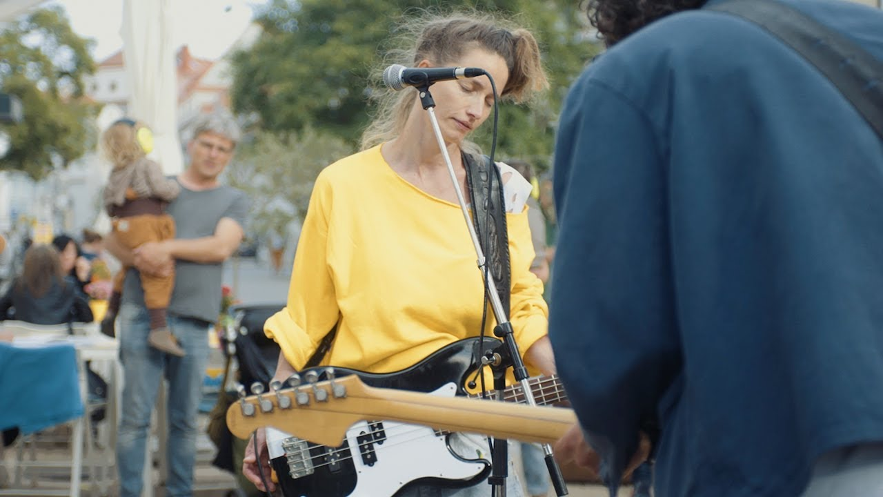 Hella Comet Band Turf Video